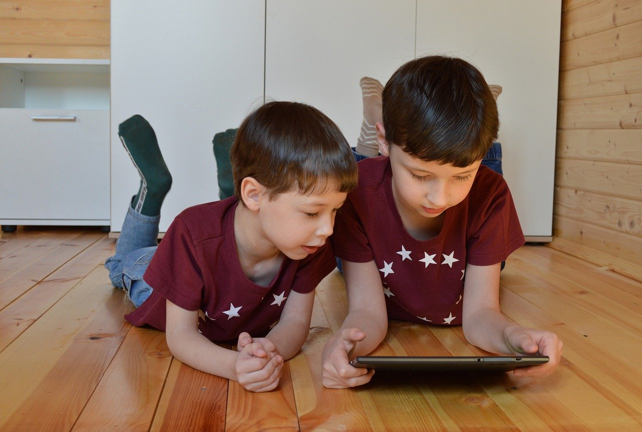 Children using Samsung Galaxy Tab
